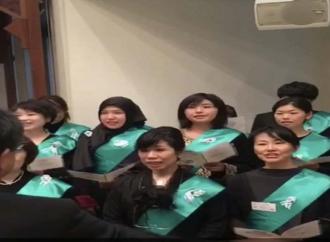(نحن لا نؤيد  سياسة السعودية في كثير من مواقفها .. لكن عندما يكون الامر مختلفا فاننا ننشره ) اليابانيون يحتفلون بإجتياز اللغة العربية من معهد سعودي في طوكيو