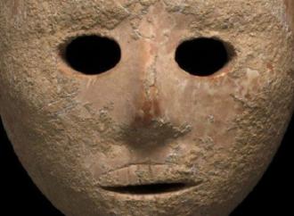سلطة الاثار الاسرائيلية تصادر قناعا اثريا عثر عليه في جبال الخليل – ارسل من قبل عرب 48